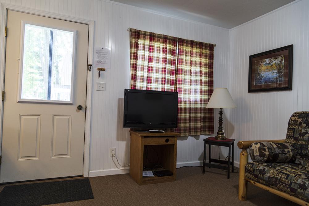 Cabin 2: 2 Bedroom/1 Bath Cabin