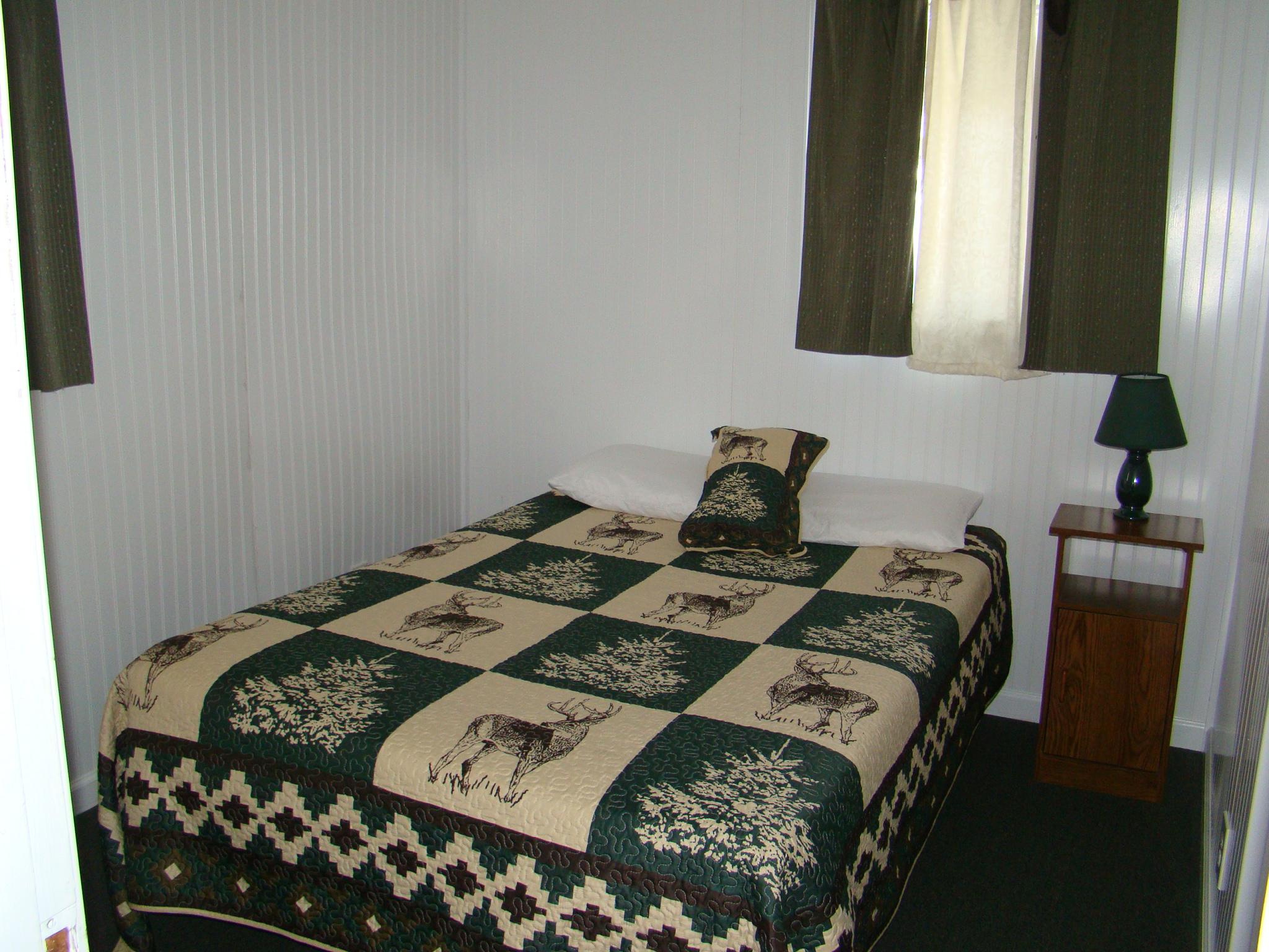 resort talentneeds grand cabins lake resorts cabin rentals michigan com houghton